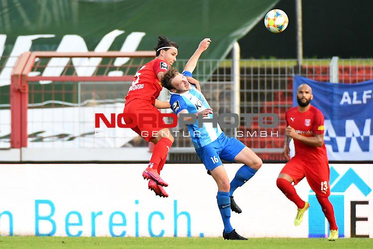12.06.2020, Hänsch-Arena, Meppen, GER, 3.FBL, SV Meppen vs. Hallescher FC, <br /> <br /> im Bild<br /> Jan Shcherbakovski (Hallescher FC, 15) und Florian Egerer (SV Meppen, 16) im Kopfballduell.<br /> <br /> <br /> DFL REGULATIONS PROHIBIT ANY USE OF PHOTOGRAPHS AS IMAGE SEQUENCES AND/OR QUASI-VIDEO<br /> <br /> Foto © nordphoto / Paetzel