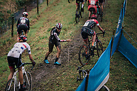Yara Kastelijn (NED/Steylaerts-777) playing 'Frogger' while trying to reach her crashed bike<br /> <br /> women's race<br /> Soudal Jaarmarktcross Niel 2018 (BEL)