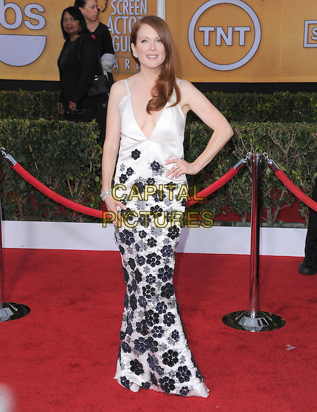 Julianne Moore (wearing Chanel).Arrivals at the 19th Annual Screen Actors Guild Awards at the Shrine Auditorium in Los Angeles, California, USA..27th January 2013.SAG SAGs full length black white floral embroidery  print dress hand on hip couture.CAP/DVS.©DVS/Capital Pictures.