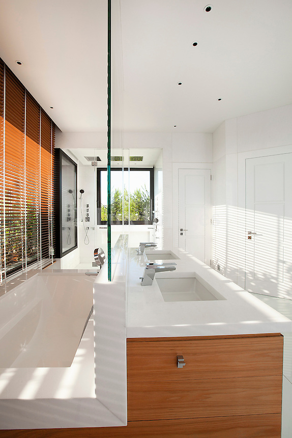 Modern washstand with glass partition