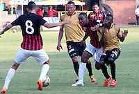 CÚCUTA -COLOMBIA, 02-05-2015.  Jonathan Palacios (C) jugador del Cucuta Deportivo disputa el balón con Anderson Zapata (Izq) y Carlos Arboleda (Der) jugador de Aguilas Doradas durante partido por la fecha 18 de la Liga Aguila I 2015 disputado en el estadio General Santander de la ciudad de Cúcuta./ Jonathan Palacios (C) player of Cucuta Deportivo struggles the ball with Anderson Zapata (L) and Carlos Arboleda players of Aguilas Doradas during match for the 12th date of the Postobon League II at the General Santander Stadium in Cucuta city. Photo: VizzorImage/Manuel Hernandez/Cont