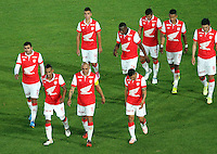 BOGOTA -COLOMBIA, 5- OCTUBRE-2014. Jugadores  del Independiente  Santa Fe abandonan el campo de juego decepcionados al perder como locales  1 gol por cero ante Atletico Nacional ,  partido   de La Liga Postobón treceava fecha 2014-2. Estadio  Nemesio Camacho El Campin   / Independiente Santa Fe players leave the field of play after losing disappointed as local 1 goal to zero Atletico Nacional, La Liga match Postobón thirteenth date 2014-2. Estadio Nemesio Camacho El Campin . Photo: VizzorImage / Felipe Caicedo / Staff