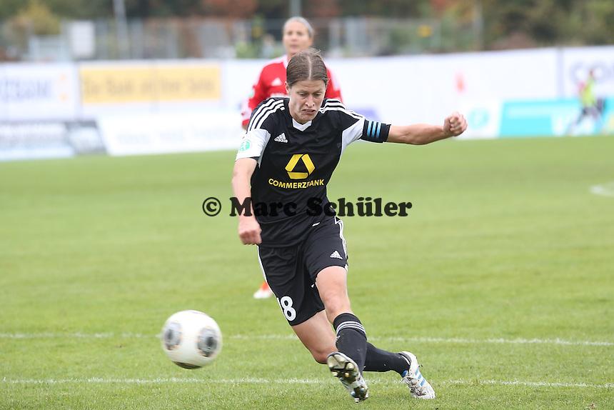 Kerstin Garefrekes (FFC) zieht ab - 1. FFC Frankfurt vs. FC Bayern München