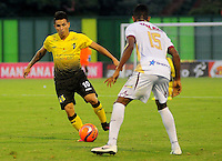BARRANCABERMEJA -COLOMBIA, 11-02-2017:  Roger M. Torres (Izq) jugador de Alianza Petrolera disputa el balón con Sebastian Villa  (Der) de Deportes Tolima durante encuentro fecha 3 de la Liga Aguila I 2017 disputado en el estadio Daniel Villa Zapata de la ciudad de Barrancabermeja. / Roger M. Torres (L) player of Alianza Petrolera fights for the ball with Sebastian Villa  (R) player of Deportes Tolima during match for the date 3 of the Aguila League I 2017 played at Daniel Villa Zapata stadium in Barrancebermeja city. Photo: VizzorImage / Jose Martinez / Cont