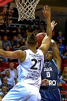 GRONINGEN - Basketbal, Donar - Weert, Dutch Baketball League, seizoen 2018-2019, 07-10-2018, Donar speler Jordan Callahan met Weert speler Elay Wirjo