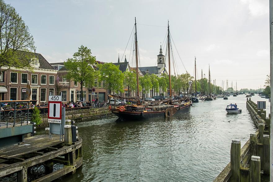 Nederland, Muiden, 20170506<br /> Zicht vanaf de sluis van muiden met plezierjacht<br /> <br /> Foto: (c) Michiel Wijnbergh