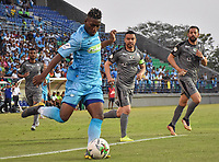 MONTERIA - COLOMBIA, 01-05-2019: Mauricio Cortes de Jaguares disputa el balón con Stalin Motta de Equidad durante partido por la fecha 19 de la Liga Águila I 2019 entre Jaguares de Córdoba F.C. y La Equidad jugado en el estadio Jaraguay de la ciudad de Montería. / Mauricio Cortes of Jaguares struggles the ball with Stalin Motta of Equidad during match for the date 19 as part Aguila League I 2019 between Jaguares de Cordoba F.C. and La Equidad played at Jaraguay stadium in Monteria city. Photo: VizzorImage / Andres Felipe Lopez / Cont
