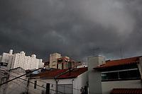 São Paulo, SP 24.01.2019: CLIMA-SP - Tempo fechado na tarde desta quinta-feira (24), no bairro da Vila Mariana, zona sul da capital paulista. (Foto: Ale Frata/Codigo19)