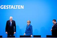 Bayerns Ministerpraesident Horst Seehofer (CSU). Bundeskanzlerin Angela Merkel (CDU) und Bundeswirtschaftsminister und Vizekanzler Sigmar Gabriel (SPD) kommen am Montag (16.12.13) in Berlin zur Unterzeichnung des Koalitionsvertrages.<br /> Foto: Axel Schmidt/CommonLens<br /> <br /> Berlin, Germany, politics, Deutschland, 2013, Gro&szlig;e Koalition, Groko, Koalition, SPD, Koalitionsvertrag, Unterzeichnung, signing