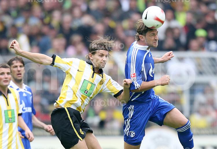 Fussball   1. Bundesliga   Saison 2006/2007   33. Spieltag Borussia Dortmund - FC Schalke 04             Ebi SMOLAREK (li, Dortmund) gegen Marcelo BORDON (re, Schalke)