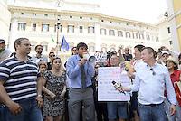 Roma, 18 Giugno 2013<br /> Piazza Montecitorio<br /> Manifestazione del Movimento 5 Stelle in appoggio a Beppe Grillo.<br /> Nella foto il Deputato Alessandro Di Battista al megafono
