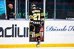 Stockholm 2014-03-21 Ishockey Kvalserien AIK - R&ouml;gle BK :  <br /> AIK:s Jordan Hendry blir utvisad<br /> (Foto: Kenta J&ouml;nsson) Nyckelord:  utvisning utvisad utvisas