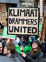 Nederland -  Amsterdam - 10 Maart 2019.  De Klimaatmars. De protestmars trekt in de stromende regen door het centrum van Amsterdam.  Foto mag niet in negatieve / schadelijke context voor de gefotografeerde personen worden gepubliceerd.