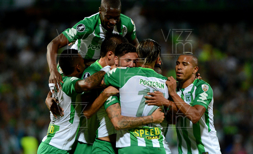 MEDELLIN - COLOMBIA, 24-04-2018: Los jugadores de Atlético Nacional, celebran el gol anotado a Bolívar, durante partido de la de la fase de grupos, grupo B, fecha 4, entre Atlético Nacional y Bolívar (BOL), por la Copa Conmebol Libertadores 2018, en el Estadio Atanasio Girardot, de la ciudad de Medellin./ The players of Atletico Nacional, celebrate the goal scored against Bolívar, during a match for the group stage, group B of the 4th date, between Atletico Nacional (COL) and Bolivar (BOL), for the Conmebol Libertadores Cup 2018, at the Atanasio Girardot, Stadium, in Medellin city. Photo: VizzorImage / Leon Monsalve / Cont.