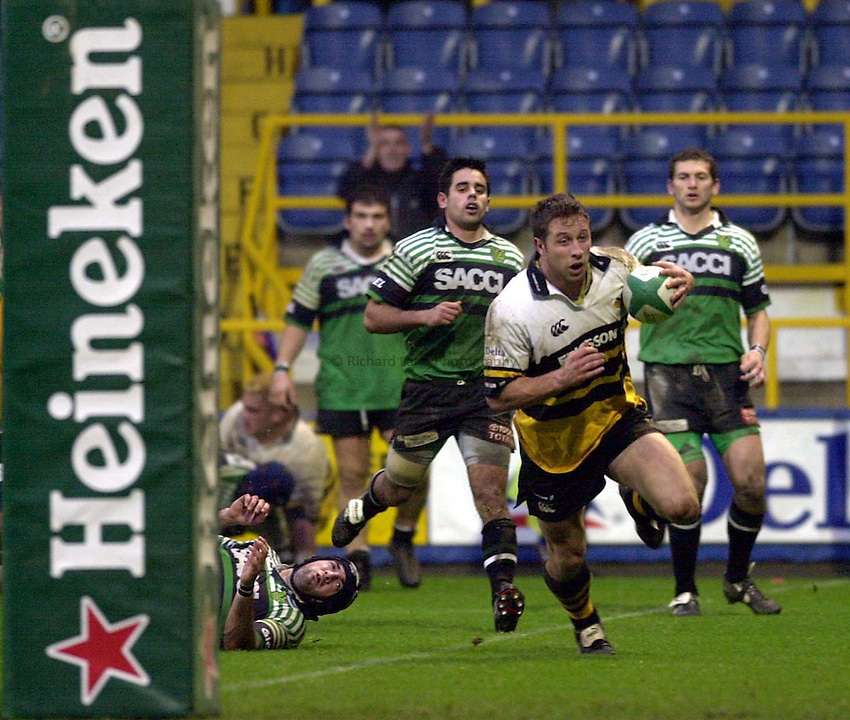 Photo:Ken Brown.21.1.2001 Heineken Cup Wasps v L'Aquilla.Mark Denney goes over for his second try