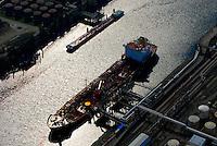 Tanker: EUROPA, DEUTSCHLAND, HAMBURG, (EUROPE, GERMANY), 06.09.2007:  Berufsschiffahrt, Berufsschifffahrt, Deutschland, Frachtschiffe, Hafen, Hamburg, Handel, Schiffssportraits, Luftaufnahme, Luftbild, rot, Tanker, Transport, Oel, Treibstoff, Logistik, Laden, entladen, Gefahrengut,  Anleger, aufbewahren, Aufbewahrung, Aussenaufnahme, befoerdern, Befoerderung, Depot, Energie, Energieform, Energiequelle, Energieversorgung, energy, Erdoel, Europa, fossile, Frachtschiff, Globalisierung, Heizoel, Lager, Lagerhaltung, lagern, lagernd, Lagerung, Logistik, Oeltanker, oil,  Ressource, Rohoel, Rohstoff, Rohstoffe, Sammelstelle, Schiff, Silos, Sonnenschein, sonnig, tank, Tanker, Tanklager, Tanks, Tankschiff,   transportieren, Verfrachtung, Wasser, Wirtschaft, Suederelbe, Seehafen, Holborn, Zwischenspeicher, Aufwind-Luftbilder, Luftbild, Luftaufname, Luftansicht.c o p y r i g h t : A U F W I N D - L U F T B I L D E R . de.G e r t r u d - B a e u m e r - S t i e g 1 0 2, .2 1 0 3 5 H a m b u r g , G e r m a n y.P h o n e + 4 9 (0) 1 7 1 - 6 8 6 6 0 6 9 .E m a i l H w e i 1 @ a o l . c o m.w w w . a u f w i n d - l u f t b i l d e r . d e.K o n t o : P o s t b a n k H a m b u r g .B l z : 2 0 0 1 0 0 2 0 .K o n t o : 5 8 3 6 5 7 2 0 9.C o p y r i g h t n u r f u e r j o u r n a l i s t i s c h Z w e c k e, keine P e r s o e n l i c h ke i t s r e c h t e v o r h a n d e n, V e r o e f f e n t l i c h u n g  n u r  m i t  H o n o r a r  n a c h M F M, N a m e n s n e n n u n g  u n d B e l e g e x e m p l a r !.