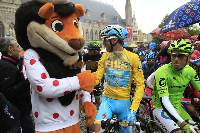 Race leader Yellow Jersey Vincenzo Nibail (ITA) Astana on the start line in Ypres before the start of the cobbled stage Stage 5 of the 2014 Tour de France running 155.5km from Ypres to Arenberg. 9th July 2014.<br /> Picture: Eoin Clarke www.newsfile.ie
