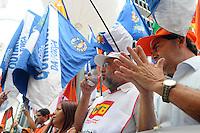 SAO PAULO, SP, 18 JANEIRO DE 2012 - PROTESTO CONTRA JUROS ALTOS - Paulinho da Força da Força Sindical, em conjunto com outras centrais,realiza ato para protestar contra os juros altos, em frente ao prédio do Banco Central em São Paulo, na Avenida Paulista. (FOTO: ADRIANO LIMA - NEWS FREE)