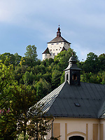 Neues Schloss Novy zamok and Pfarrkirche Mari&auml; Himmelfahrt in Banska Stiavnica, Banskobystricky kraj, Slowakei, Europa<br /> New castle novy zamok and church assumption of Mary  in Banska Stavnica, Banskobystricky kraj, Slovakia, Europe