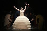 SAO PAULO, SP, 29.04.2014 - O BOTICARIO NA DANÇA - A cia de dança Akram Khan durante apresentação no Festival O Boticario ma Dança no Auditorio do Ibirapuera regiao sul de Sao Paulo na noite desta terça-feira, 29. (Foto: Vanessa Carvalho / Brazil Photo Press).