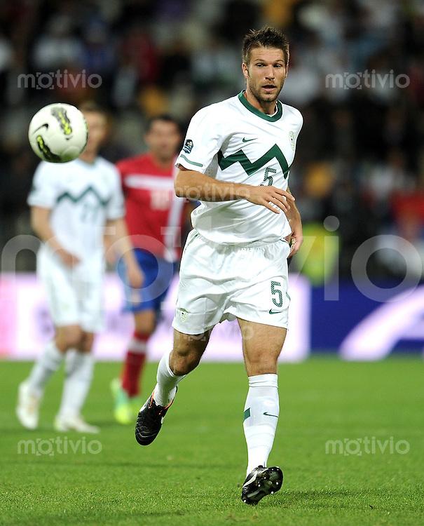 FUSSBALL INTERNATIONAL  Qualifikation Euro 2012  11.10.2011 Slowenien - Serbien Bostjan CESAR (Slowenien)