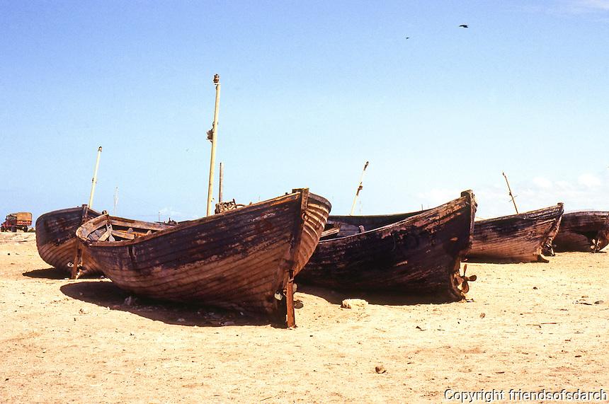Somalia: Berbera. Rotting fishing boats. Photo '82.