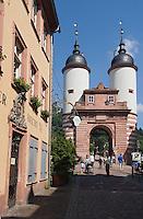 Europe/Allemagne/Bade-Würrtemberg/Heidelberg: rue Steingasse et Porte du Pont Karl-Théodore Brücke