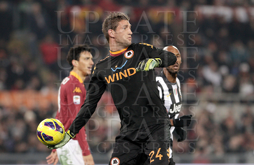 Calcio, Serie A: Roma vs Juventus. Roma, stadio Olimpico, 16 febbraio 2013..AS Roma goalkeeper Maarten Stekelenburg, of the Netherlands, throws the ball during the Italian Serie A football match between AS Roma and Juventus at Rome's Olympic stadium, 16 February 2013..UPDATE IMAGES PRESS/Riccardo De Luca