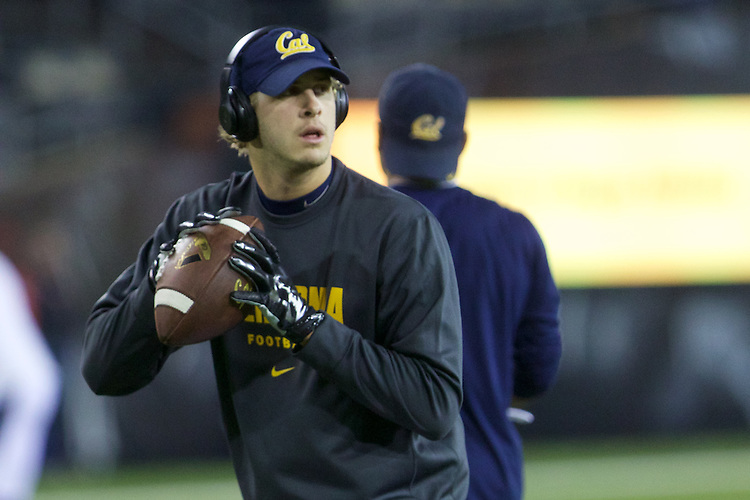 Oct 07, 2015; Eugene, OR, USA; California Golden Bears quarterback Jared Goff (16) throws the ball during warm-ups before playing Oregon Ducks at Autzen Stadium. <br /> Photo by Jaime Valdez