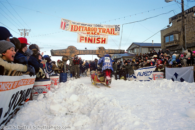 Libby Riddles 1st Place Finish @ Chute 1985Iditarod Nome Alaska Winter