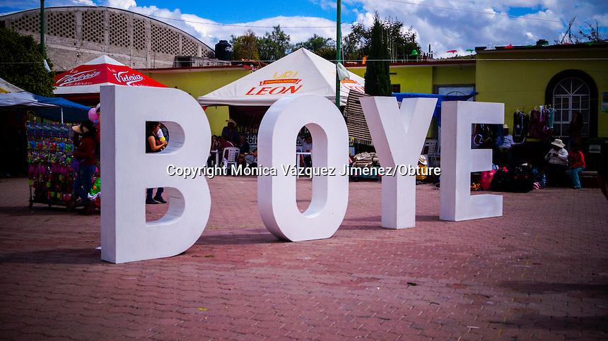 Querétaro, Qro. 27 de septiembre de 2015.-  Se lleva a cabo la XV feria de la barbacoa y el pulque en Boye Cadereyta del 23 al 27 de éste mes, en donde se reunen cientos de prersonas para probar lo que aquí se ofrece.