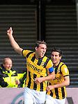 Nederland, Arnhem, 1 april 2012.Eredivisie.Seizoen 2011-2012.Vitesse-AZ.Guram Kashia (l.) aanvoerder van Vitesse juicht nadat hij de 1-1 heeft gemaakt. Rechts Giorgi Chanturia van Vitesse