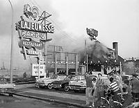 incendie Lajeunesse BBQ<br /> ,Ahuntsic. Intersection Lajeunesse – Fleury. 1962. Photo par Rhéal Benny.  Archives de la Ville de Montréal.