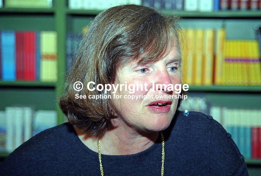 Anna Pavord, author, garden journalist, UK, photo taken Hay Festival.200005258..Copyright Image from Victor Patterson, 54 Dorchester Park, Belfast, UK, BT9 6RJ.  Tel: +44 28 90661296  Mobile: +44 7802 353836.Email: victorpatterson@me.com Email: victorpatterson@gmail.com..For my Terms and Conditions of Use go to http://www.victorpatterson.com/ and click on Terms & Conditions