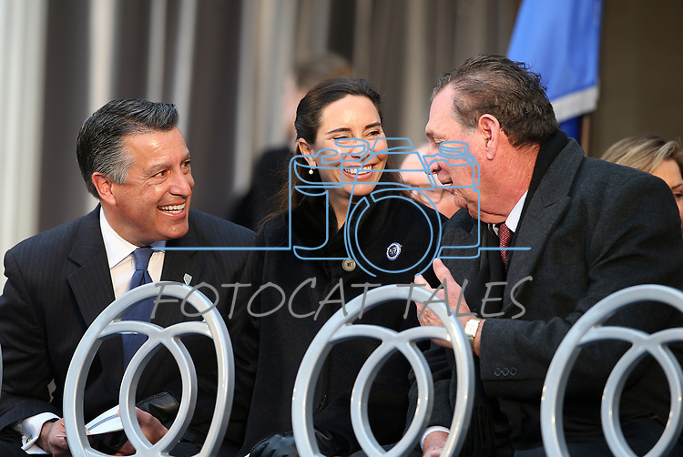 From left, former Gov. Brian Sandoval and his wife Lauralyn, talk with former Gov. Bob Miller before the inauguration at the Capitol, in Carson City, Nev., on Monday, Jan. 7, 2019.<br /> Photo by Cathleen Allison/Nevada Momentum