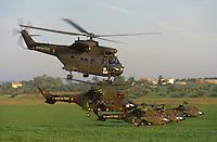 - European military exercises in center Italy, Super Puma French helicopters ....- Esercitazioni militari europee in Italia centrale, elicotteri francesi Super Puma