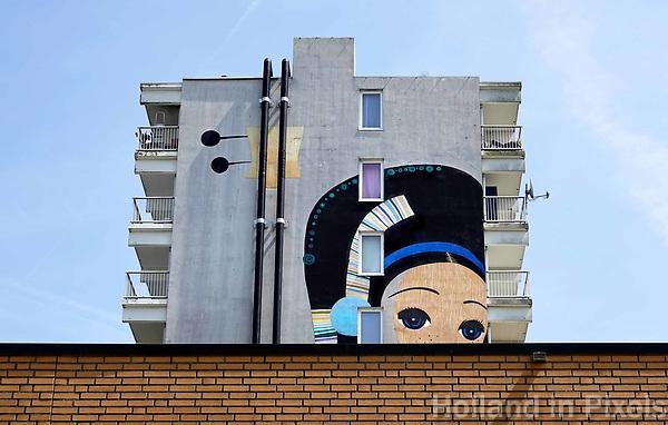 Nederland Amsterdam 2019 . De Bijlmer. Muurschildering van de kunstenaar Speto op een flat in de H-Buurt. Foto Berlinda van Dam / Hollandse Hoogte