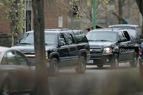 Chicago, IL - November 22, 2008 -- United States President-Elect Barack Obama's motorcade heads out from  his home in the Hyde Park neighborhood of Chicago, Saturday, November 22, 2008 for his morning workout nearby..Credit: Anne Ryan - Pool via CNP