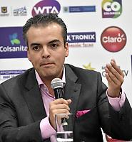 BOGOTA – COLOMBIA, 20-03-2019: David Londoño (Cent.), Director Corporativo de Mercadeo y Comunicaciones de Claro habla con la prensa, durante la presentación del Claro Colsanitas WTA 2019 de tenis en el auditorio Adolfo Carvajal, en Coldeportes, torneo que se realizará en las canchas del Carmel Club en la ciudad de Bogotá del 6 al 14 de abril de 2019. / David Londoño (3 R), Corporate Director of Marketing and Communications of Claro; speaks with the media, during the presentation of the Claro Colsanitas WTA 2019 tennis in the auditorium Adolfo Carvajal, in Coldeportes, tournament to be held in the courts of the Carmel Club in the city of Bogotá from April 6 to 14 de 2019. / Photo: VizzorImage / Luis Ramírez / Staff.
