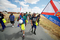 """Bergarbeiterstreik in Spanien.<br />Am 5. Juli 2012 erreichten 200 Bergarbeiter mit dem """"Marcha Negra"""" (der Schwarze Marsch) nach 14 Tagen und 381,7 Kilometer Marsch die Ortschaft Sanchidrian in der Provinz Avila. Am 11. Juli 2012 wollen die Mineros in Madrid eintreffen und vor das Wirtschaftsministerium gehen.<br />Mit dem Marcha Nagra und dem seit Mai andauernden Streik der Mineros soll die Regierung gezwungen werden, die Kuerzung von 64% der Bergbaufoerderung zurueck zu nehmen. Die Kuerzung bedeutet das Aus fuer den spanischen Bergbau und tausende Bergarbeiter sind von Arbeitslosigkeit bedroht.<br />5.7.2012, Sanchidrian/Spanien<br />Copyright: Christian-Ditsch.de<br />[Inhaltsveraendernde Manipulation des Fotos nur nach ausdruecklicher Genehmigung des Fotografen. Vereinbarungen ueber Abtretung von Persoenlichkeitsrechten/Model Release der abgebildeten Person/Personen liegen nicht vor. NO MODEL RELEASE! Don't publish without copyright Christian-Ditsch.de, Veroeffentlichung nur mit Fotografennennung, sowie gegen Honorar, MwSt. und Beleg. Konto:, I N G - D i B a, IBAN DE58500105175400192269, BIC INGDDEFFXXX, Kontakt: post@christian-ditsch.de.<br />Urhebervermerk wird gemaess Paragraph 13 UHG verlangt.]"""