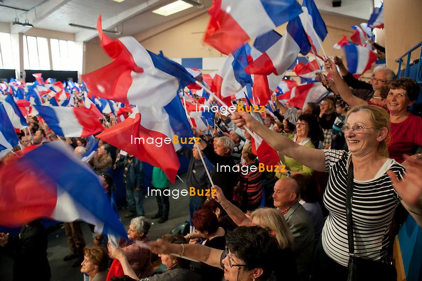 Militants au Meeting de Nicolas Sarkozy en Avignon pendant l'entre-deux tour des élections présidentielles 2012..30/04/2012