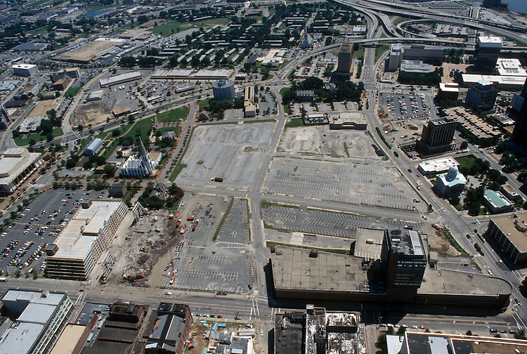 1996 August 15..Redevelopment..Macarthur Center.Downtown North (R-8)..LOOKING EAST...NEG#.NRHA#..