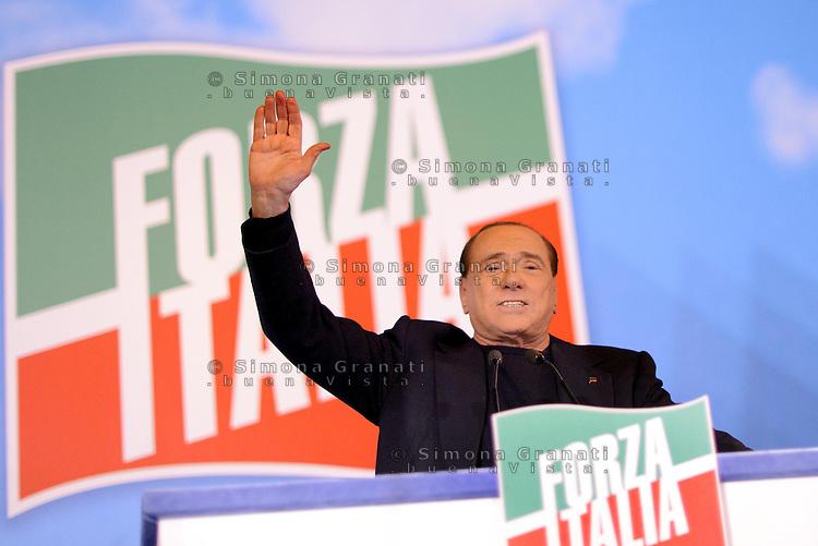 Roma, Via del Plebiscito<br /> Manifestazione di Forza Italia contro il voto sulla decadenza da Senatore di Silvio Berlusconi<br /> Silvio Berlusconi saluta i manifestanti
