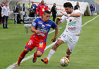PASTO -COLOMBIA, 19-03-2016. Cleider Alzate jugador del  Deportivo Pasto disputa un balón con Franklin Lucena jugador de Once Caldas durante partido por la fecha 10 de la Liga Águila I 2016 jugado en el estadio La Libertad de Pasto./ Cleider Alzate player of Deportivo Pasto vies for the ball with Franklin Lucena player of Once Caldas for the date 10 of Aguila League I 2016 played at La Libertad stadium in Pasto. Photo: VizzorImage / Leonardo Castro / Cont