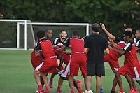 SÃO PAULO, SP, 29.04.2015 - TREINO - SÃO PAULO FC - Jogadores do São Paulo durante treino da equipe no Centro de Treinamento da Barra Funda região oeste de São Paulo, nesta quarta-feira, 29. (Foto: Bruno Ulivieri/Brazil Photo Press/Folhapress)