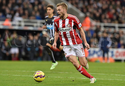 21.12.2014.  Newcastle, England. Premier League. Newcastle United versus Sunderland. Sebastian Larsson of Sunderland controls the ball