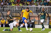ATENÇÃO EDITOR: FOTO EMBARGADA PARA VEÍCULOS INTERNACIONAIS - SÃO PAULO, SP, 11 DE DEZEMBRO DE 2012 - JOGO DE DESPEDIDA DO GOLEIRO MARCOS - Ronaldo durante partida de despedida do goleiro Marcos, entre o time do Palmeiras de 1999 Campeão da Libertadores contra a Seleção Brasileira de 2002 Campeã do Mundo. A partida foi disputada na noite desta terça feira (11) no Estádio do Pacaembu em São Paulo. FOTO: LEVI BIANCO - BRAZIL PHOTO PRESS
