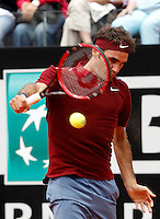 Il tedesco Alexander Zverev in azione nel corso degli Internazionali d'Italia di tennis a Roma, 11 maggio 2016.<br /> Germany's Alexander Zverev returns the ball to Switzerland's Roger Federer at the Italian Open tennis tournament, in Rome, 11 May 2016.<br /> UPDATE IMAGES PRESS/Isabella Bonotto