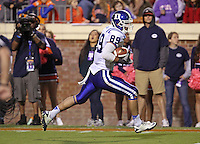 Duke tight end Braxton Deaver (89) runs the ball in for a 4th quarter touch down during the game against Virginia at Scott Stadium in Charlottesville, VA. Duke defeated Virginia 35-22. Photo/Andrew Shurtleff