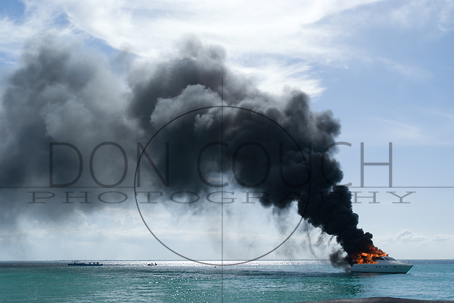 Boat fire off Palya Norte, Isla Mujeres, Mexico